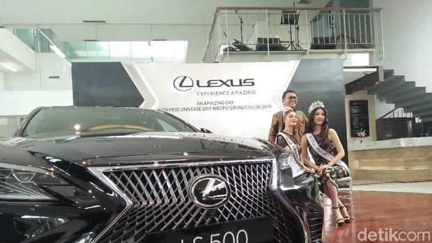 Miss Universe dan Puteri Indonesia di Showroom Lexus (Foto: Khairul Imam Ghozali)