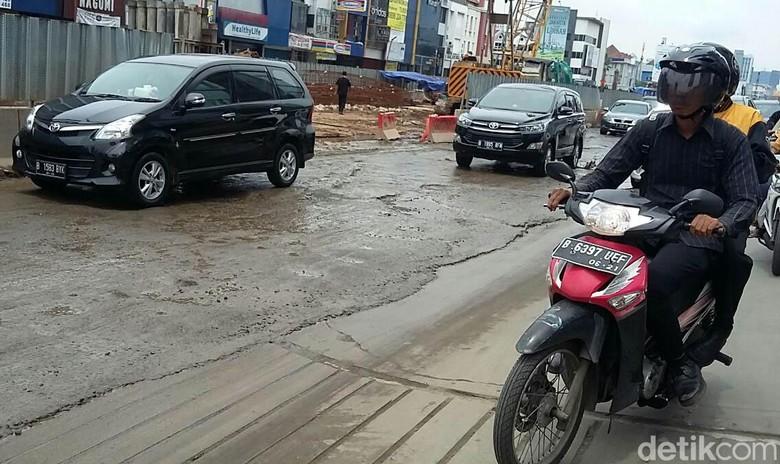 Penampakan jalan rusak. Foto: Selfie Miftahul Jannah
