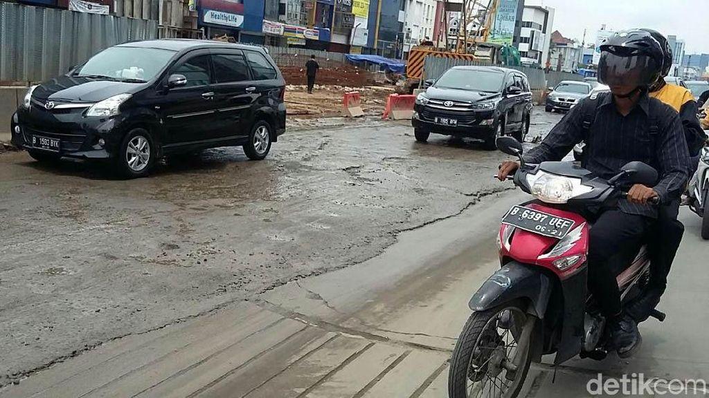 Banyak Proyek Bikin Jalan Rusak, Hati-hati Mobil Bisa Kena Dampak