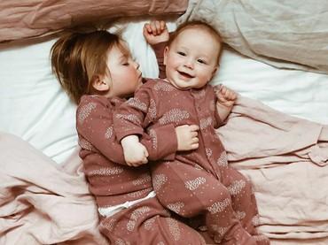 Ayo Dik tidur dong! (Foto: Instagram @dearest.sisters)