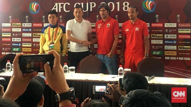 Pelatih Song Lam Nguyen Duc Thang harus membagi kekuatan timnya untuk Piala AFC dan Liga Vietnam.