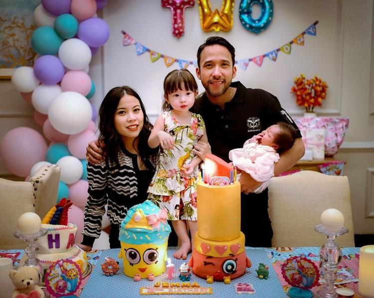 Ini squad lengkap Maruli Tampubolon bersama istri dan putri kecilnya, Jemma. (Foto: Instagram/marulitampubolon777)