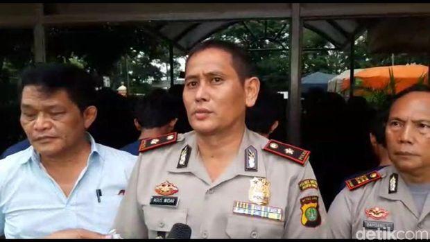 Polsek Ciracas merilis kasus pencurian penutup saluran air di Tol JORR, Selasa (13/3/2018)