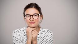 Kacamata Berbingkai Mini Bawa Dampak Buruk Bagi Mata