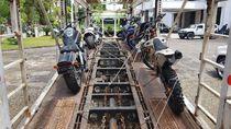 Foto: Mobil Mewah dan Moge Bupati HST Sebelum Naik Kapal ke KPK
