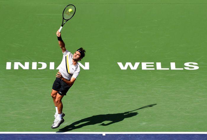 Federer bertanding melawan Krajinovic di Indian Wells Tennis Garden, Indian Wells, California, Amerika Serikat, Senin (12/3/2018) waktu setempat. Reuters/Jayne Kamin.