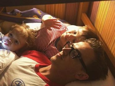 Waktunya bedtime story! (Foto: Instagram @alexfletcher)
