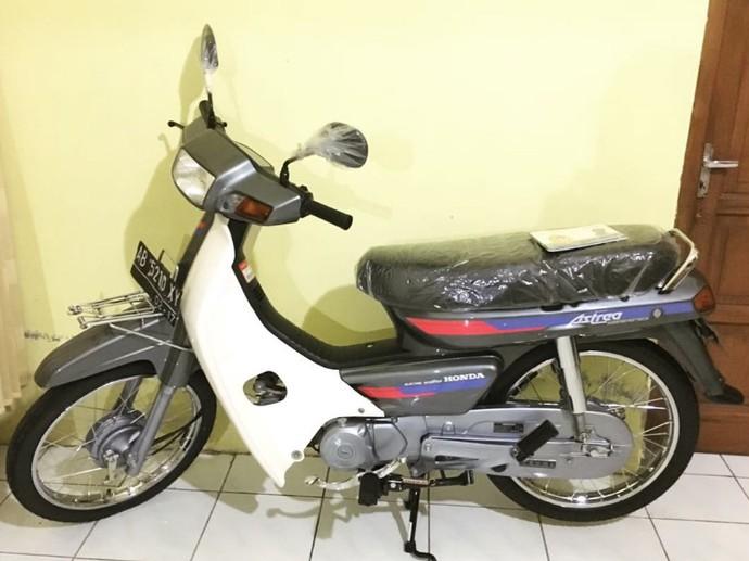 Belum lama ini jagat maya dihebohkan dengan Astrea Grand yang laku Rp 80 juta. Kini, Edy Wibowo yang berdomisili di Yogyakarta juga menjual motor Astrea Grand 1991, tapi lebih murah, yaitu Rp 50 juta. Foto: Istimewa