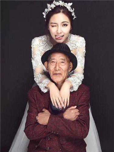 Foto pernikahan Fu Xuewei dengan kakeknya yang berumur 87 tahun