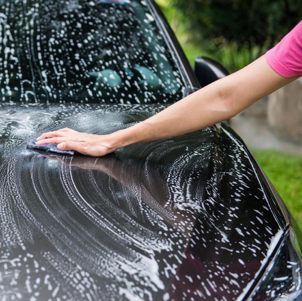 6 Alasan Harus Cuci Mobil Sendiri