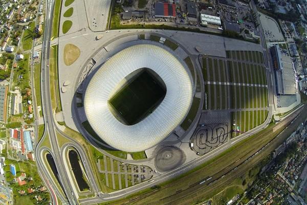 Harga tiket tur ke Stadion Energa Gdansk mulai dari 17 PLN (Polish Zloty) atau sekitar RP 68 ribu. Tur berlangsung setiap hari dimulai dari pukul 10.00 pagi waktu setempat, dengan durasi tur selama 60 menit (Stadion Energa Gdansk)