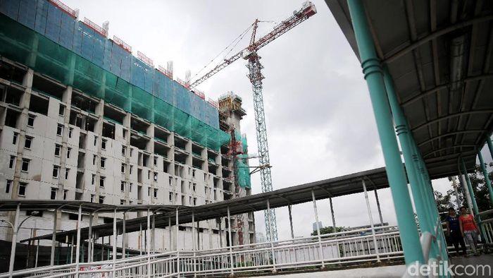 Pembangunan rumah susun sewa (Rusunawa) Pasar Rumput terus dilakukan, Selasa (13/3/2018). Proyek tersebut ditargetkan selesai pada Desember 2018.