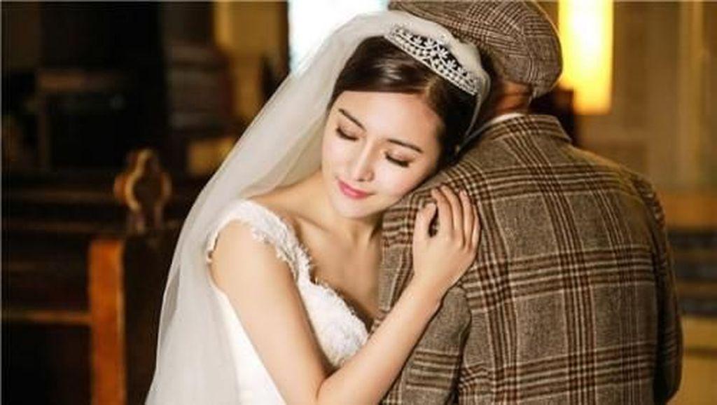 Ada Kisah Haru di Balik Wanita Muda Cantik yang Nikahi Kakeknya