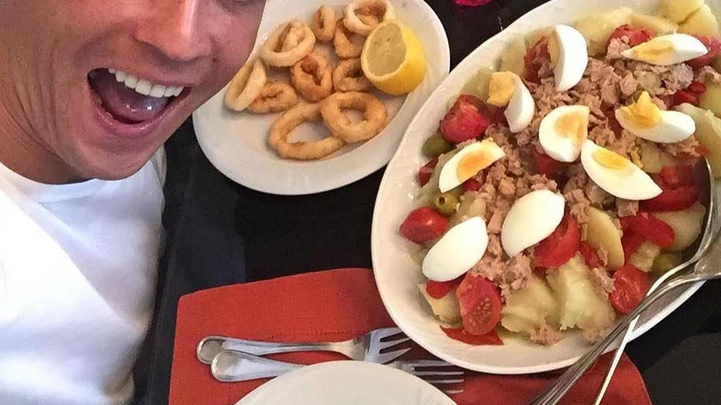 Begini Aksi Cristiano Ronaldo dan Selebgram Awkarin Saat Makan