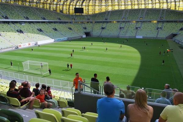 Stadion Energa Gdansk merupakan salah satu stadion yang digunakan pada perhelatan Piala Eropa tahun 2012. Stadion ini juga punya tur untuk turis (Stadion Energa Gdansk)
