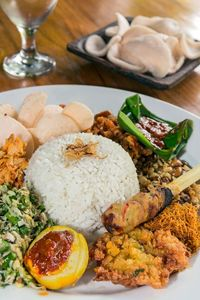 Kalau ke Bali, Jangan Lewatkan 7 Warung Legendaris Ini