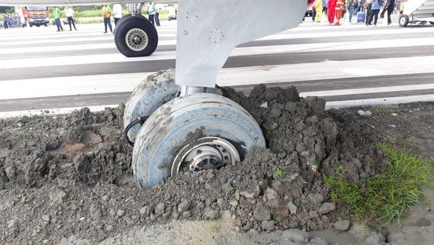 Keluar Jalur, Roda Batik Air Terjerembak ke Pasir di Manokwari