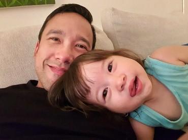 Buat seorang ayah,menghabiskan waktu bareng si kecil adalah salah satu hal yang membahagiakan.(Foto: Instagram/marulitampubolon777)