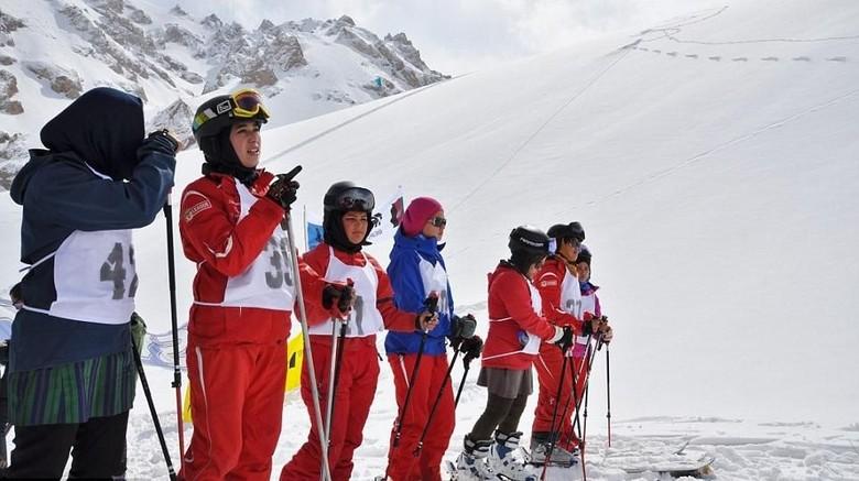 Foto: Wanita Afghanistan yang main ski (Linda Sterhaug/Bamyan Ski Club)