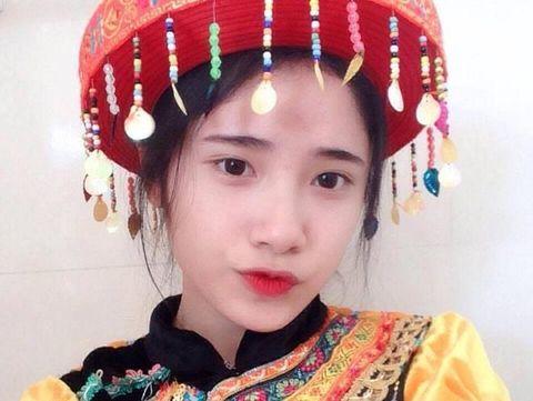 Viral, Siswa SMA Cantik yang Bantu Ibunya Jualan Tahu di Pasar