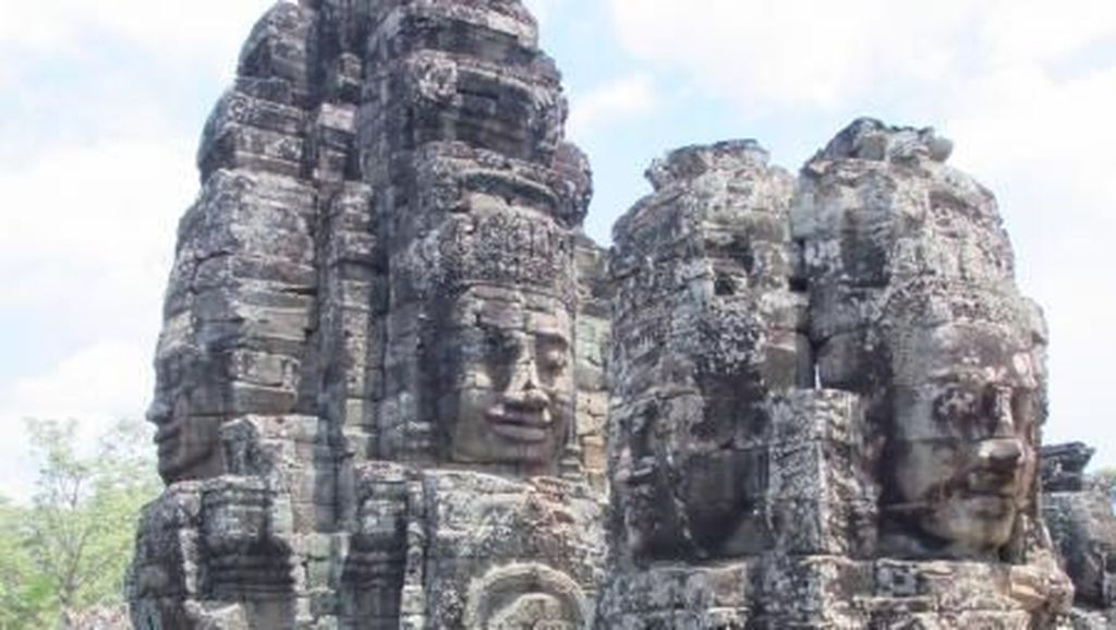 Ukiran Wajah Raksasa di Kamboja yang Bikin Penasaran