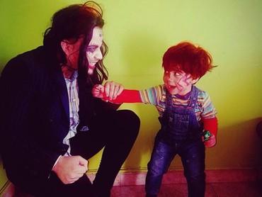 Ketika Chucky berpose dengan Joker. (Foto: Instagram @harley_quenn93)