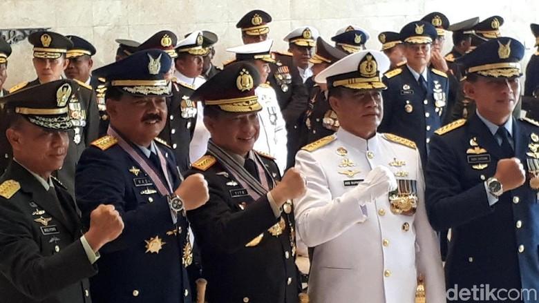 Kapolri dan Panglima TNI Dianugerahi Kartika Eka Paksi Utama