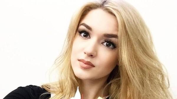 Alisa Manyonok atau Alice Manenok lahir di Rusia tahun 1995. Ia menjadi atlet voli, yang aktif ikut kontes kecantikan dan tak jarang menang (lis_manyonok/Instagram)