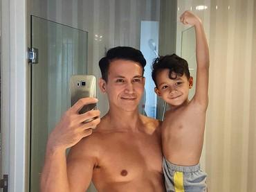 And a sexy daddy, too. Hi-hi. (Foto: Instagram @marcelinolefrandt)