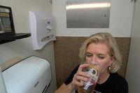 Jual Rak Minuman Khusus Toilet, Mahasiswa Ini Raup Miliaran Rupiah