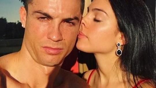 Mesranya Cristiano Ronaldo dan Kekasih saat Berlibur