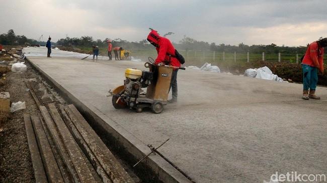 Ilustrasi proyek jalan tol. Foto: Ragil Ajiyanto