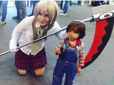 Super imut nih boneka Chucky-nya. (Foto: Instagram @_yulianacosmo)