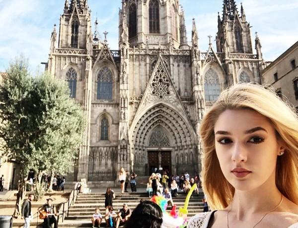 Alisa ke Barcelona dan mengunjungi destinasi wisata di sana (lis_manyonok/Instagram)