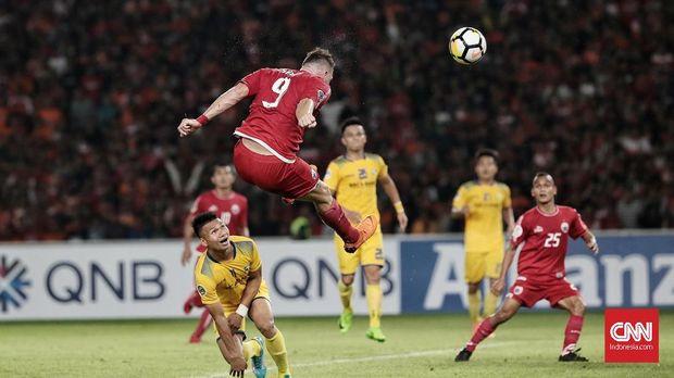 Marko Simic gagal mencetak gol ke gawang Song Lam.