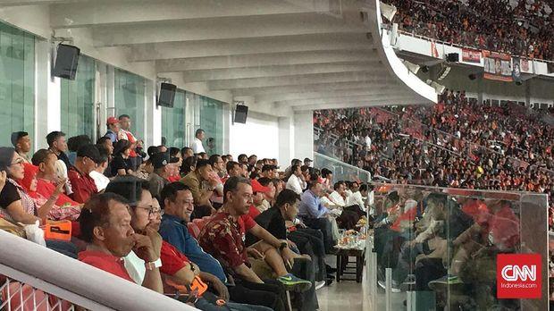 Gubernur DKI Anies Baswedan menghadiri laga Persija vs Song Lam.