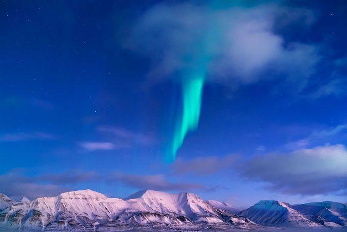 Kampung ini bernama Longyearbyen, yang merupakan tempat berpenghuni paling ujung utara bumi. Semakin jauh ke utara sudah tidak ada lagi pemukiman, kecuali pusat riset dan basis militer. Foto: Instagram/mariasahai