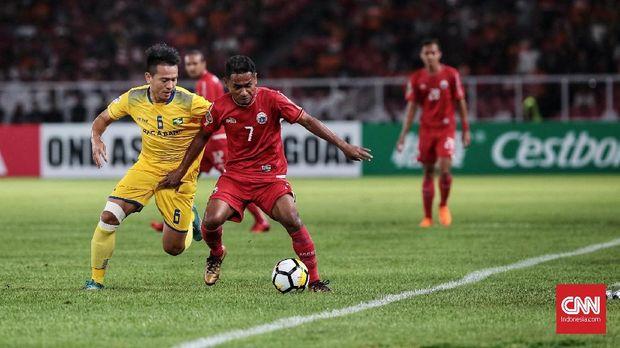 Persija Jakarta kesulitan menembus rapatnya lini pertahanan Song Lam.