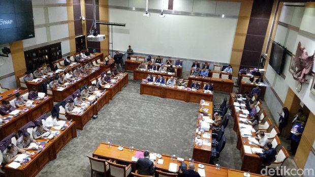 Rapat kerja Komisi III dan Polri