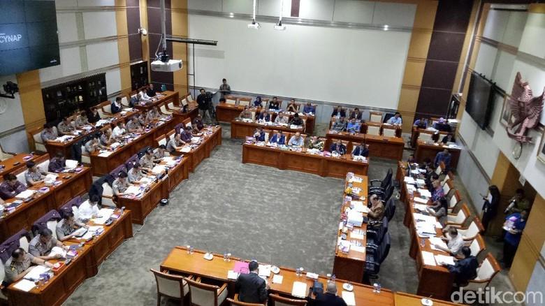 Lapar, Komisi III DPR Skors Rapat Kerja dengan Kapolri