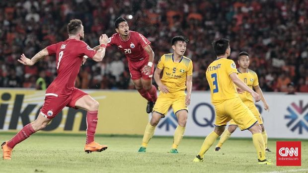 Bambang Pamungkas juga punya peluang bagus di babak kedua.
