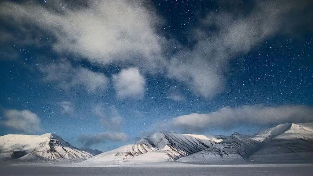Bahaya di Balik Mencairnya Kutub Utara: Bakteri Kuno dan Nuklir