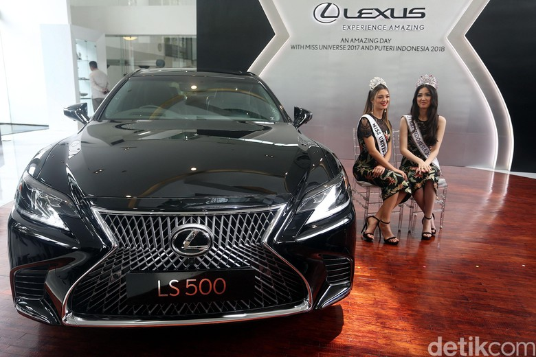 Produsen premium asal Jepang, Lexus, tidak punya mobil di segmen MPV. Meski di Indonesia pasar MPV sedang naik daun, Lexus tetap tidak tertarik menghadirkannya. Foto: Rengga Sancaya