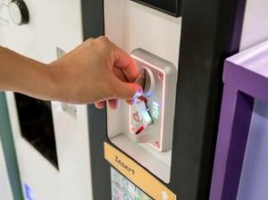 Sekolah Ini Jadi Satu-satunya yang Punya Vending Machine Pembalut