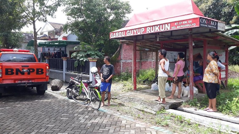 Banjir Bengawan Solo Surut, Warga Ngawi Mulai Bersihkan Rumah