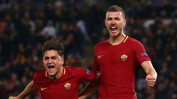 Edin Dzeko (kanan) mencetak satu-satunya gol kemenangan AS Roma atas Shakhtar Donetsk. (