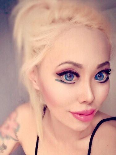 Wanita China Ini Operasi Mata Jadi Super Belo Agar Mirip Barbie