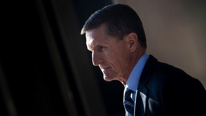 Gen. Michael Flynn, former national security adviser to US President Donald Trump, leaves Federal Court on December 1, 2017 in Washington, DC. Donald Trumps former top advisor Michael Flynn pleaded guilty Friday to lying over his contacts with Russia, in a dramatic escalation of the FBIs probe into possible collusion between the Trump campaign and Moscow. The fourth, and most senior, figure indicted so far in the investigation into Russian interference in last years election, Flynn appeared in federal court in Washington for a plea hearing less than two hours after the charges against him were made public.Ex-Trump aide Flynn says he recognizes his actions were wrong. / AFP PHOTO / Brendan Smialowski
