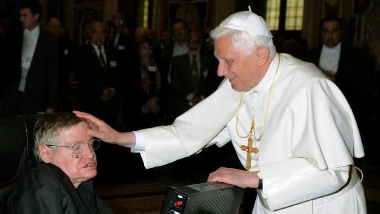 Momen Stephen Hawking Bersama Obama dan Tokoh Penting Dunia