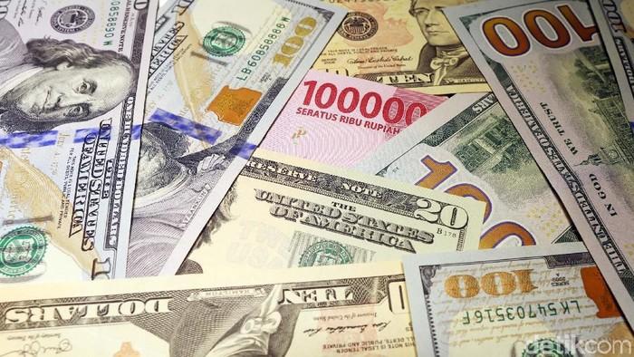 Illustrasi Rupiah Terhimpit Dollar